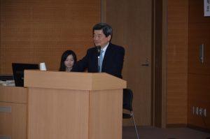 講演する小林会長