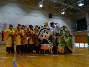 福井市のゆるキャラとよさこいを踊る学生