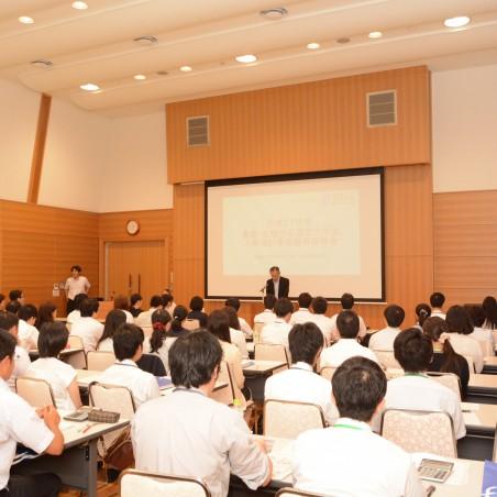 一居利博福井大学理事による開講挨拶