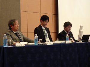 (左)眞弓学長、文科省の多田氏、小代氏
