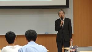 あいさつする上田 孝典生命科学複合研究教育センター長