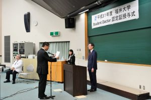 学生代表の浅岡浩平さんによる宣誓