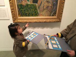 子ども美術館を楽しむ幼児