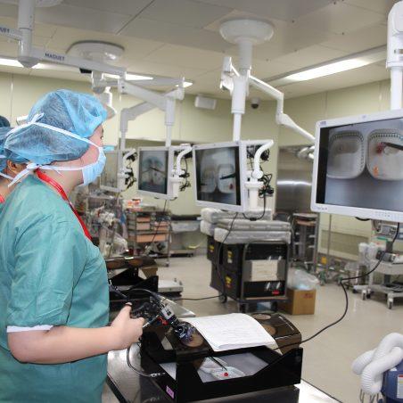 内視鏡手術の鉗子操作体験
