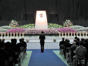 御遺骨返還式(内木医学部長の追悼の言葉)