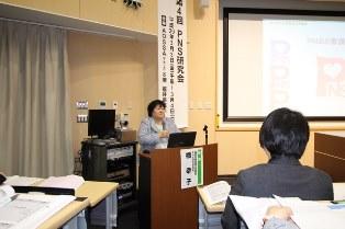 講演する橘 幸子研究会会長