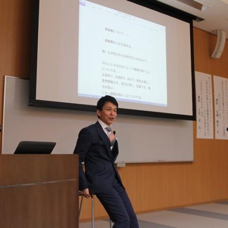 講演する大阪経済大学人間科学部 古宮昇教授