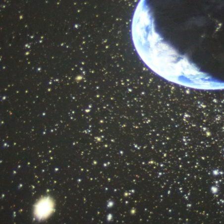 ドーム内に映し出された地球