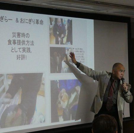講演する水沢教授