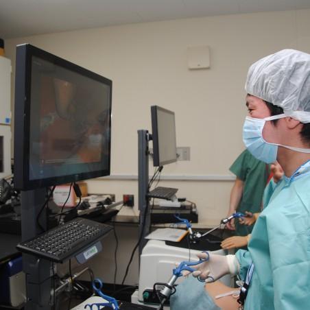 内視鏡外科手術をシミュレーターで体験