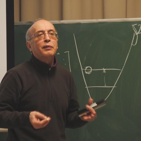 セミナーで講義を行うミソチコ客員教授