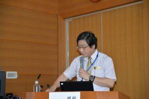 新型コロナ感染症の講演を行う医療環境制御センター 岩﨑博道教授