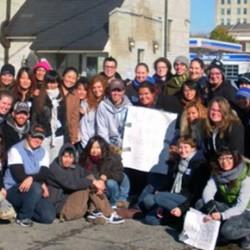 色々な国から来た学生でボランティア活動をしました。