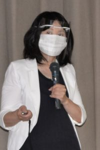 講演する看護学科酒井明子教授